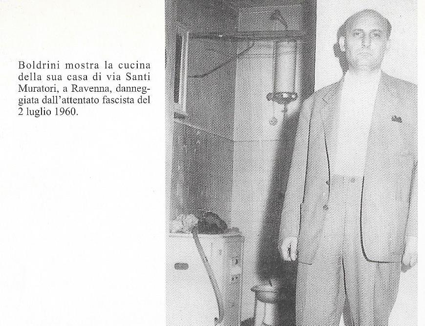 Boldrini nella sua casa incendiata dai fascisti nel luglio 1960