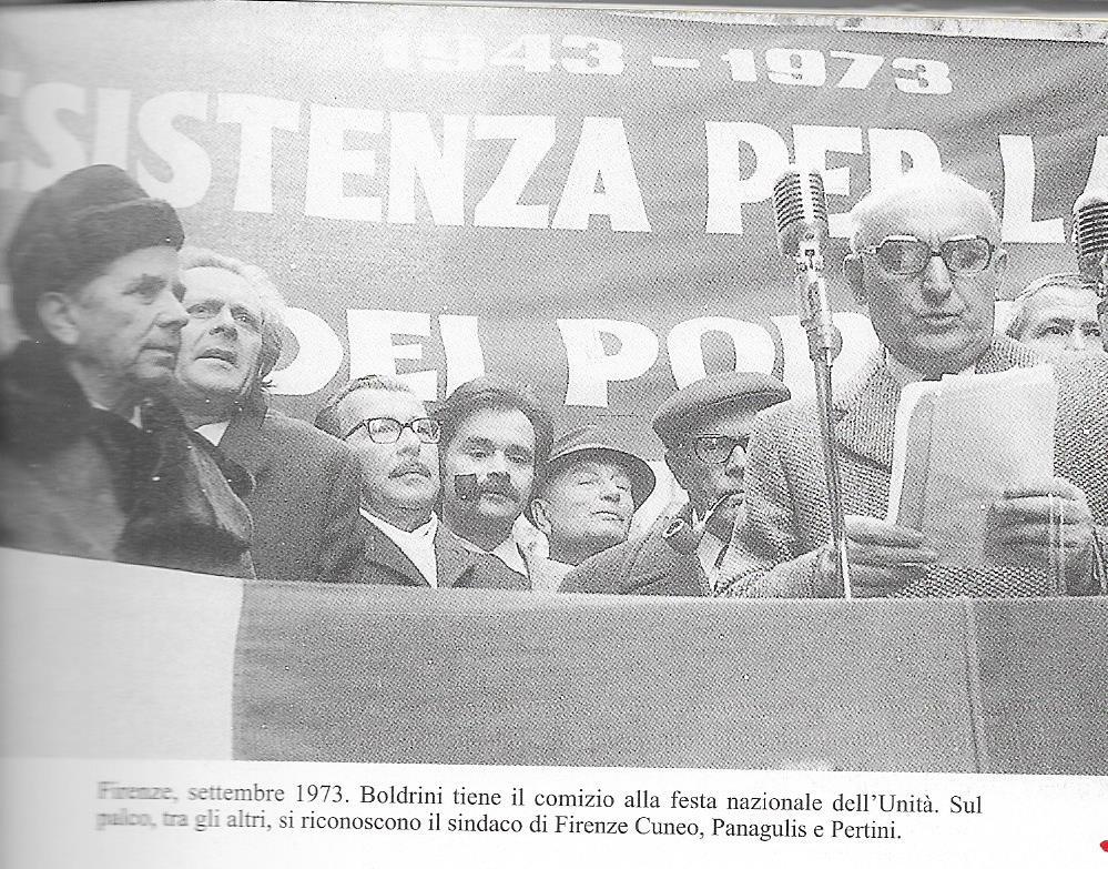 Manifestazione a Firenze di solidarietà con i Greci contro la dittatura dei colonnelli. Da destra Boldrini, Pertini e Panagulis