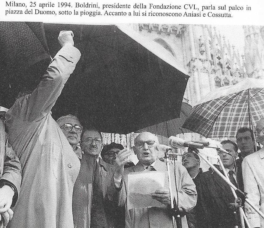 Boldrini il 25 aprile 1994 a Milano in piazza del Duomo parla dal palco, presenti Aniasi e Cossutta