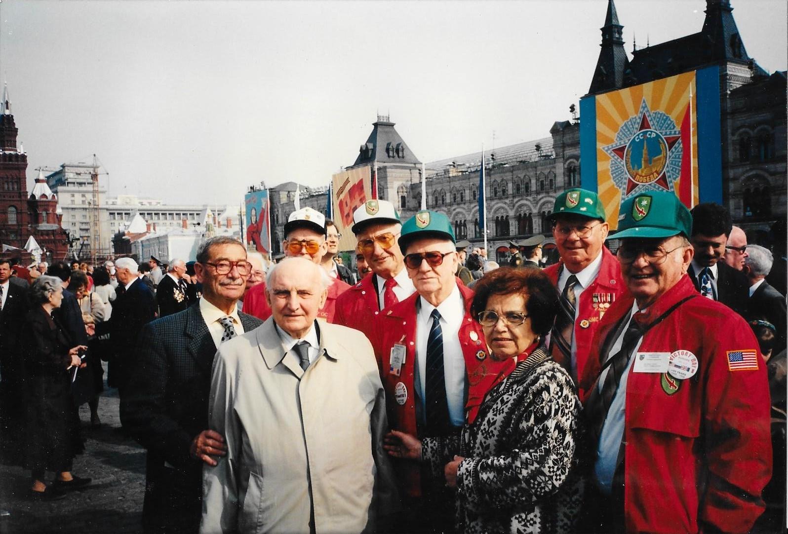Boldrini con 5 veterani statunitensi in Piazza Rossa a Mosca, 1995